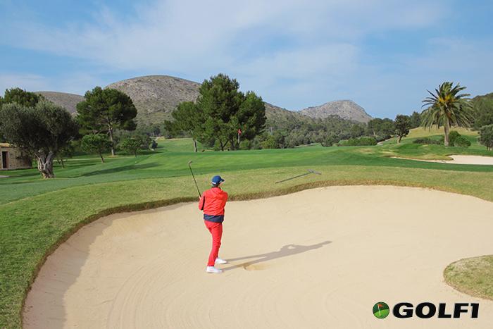 Berge und Meer sorgen für mediterranes Golf-Feeling © jfx / GOLF1