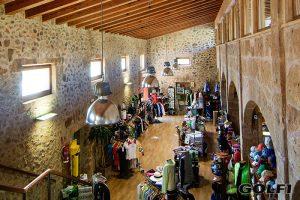 Ein gut sortierter Pro-Shop ist gleichzeitig die Rezeption © club de golf alcanada