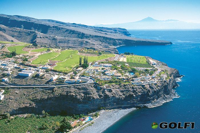 Blick auf den Teide und die Nachbarinsel Teneriffa © tecina golf