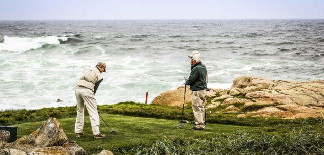 Golfspiel bei Wind