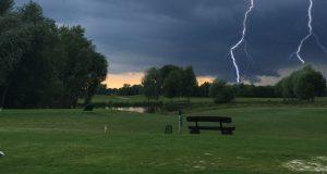 Gewitter auf dem Golfplatz