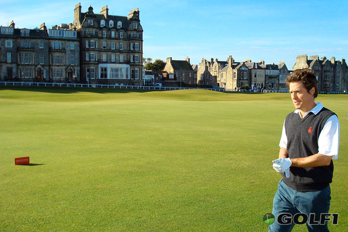 Hugh Grant auf dem Golfplatz