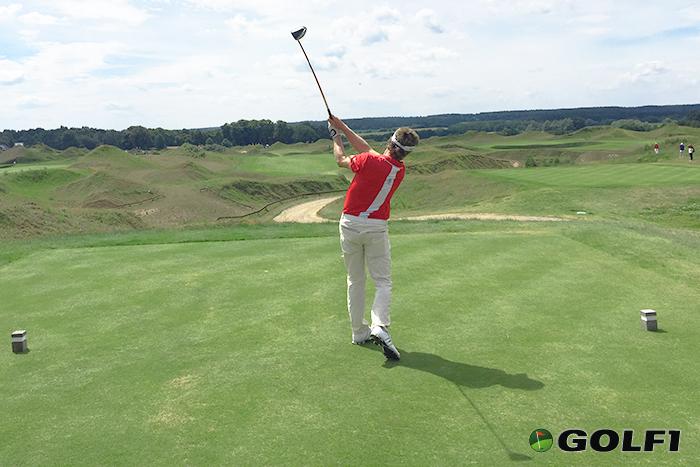 Bernhard Langer beim Abschlag aus der Teebox © jfx / golf1