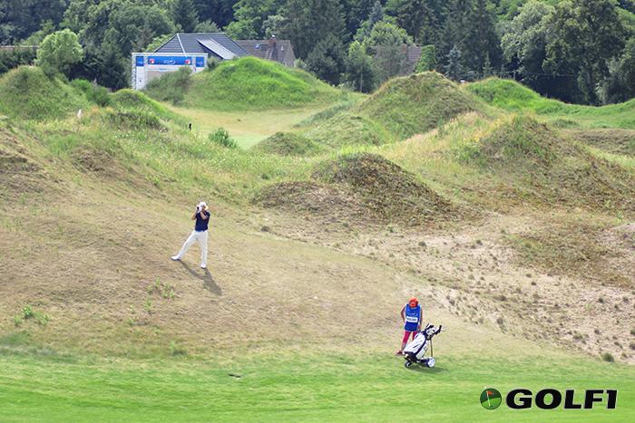 Mark Mouland abseits des Fairways © jfx / golf1