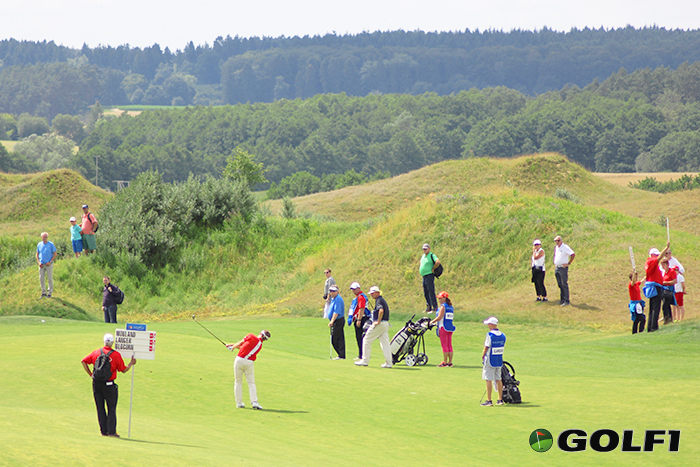 Bernhard Langer in Aktion, Mouland und Oldcorn staunen © jfx / golf1