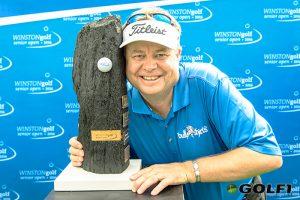 Sieger Andrew Oldcorn mit dem Pokal © winstongolf / alexander hartmann