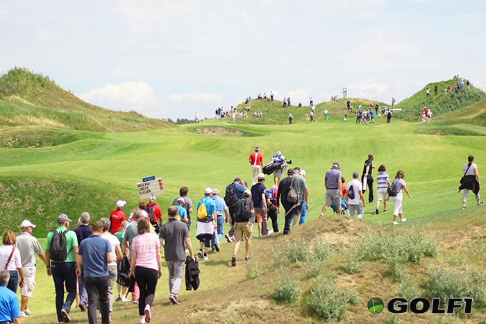 Publikumsmagnet Bernhard Langer bewegt die Massen© jfx / golf1