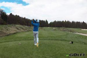 Golfer beim Abschlag Golfplatz Hofgut Georgenthal
