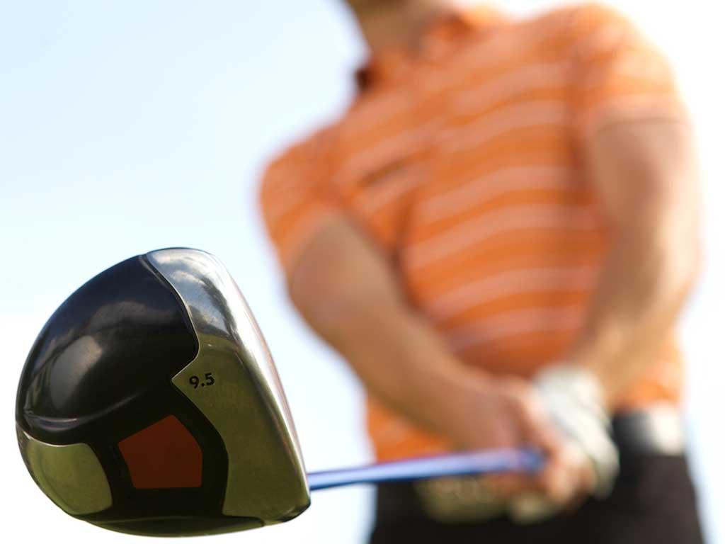 Golfer am Abschlag